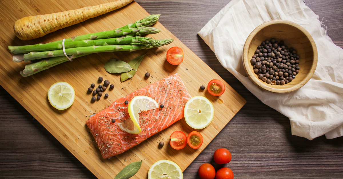 salmon-cutting-board-with-veggies